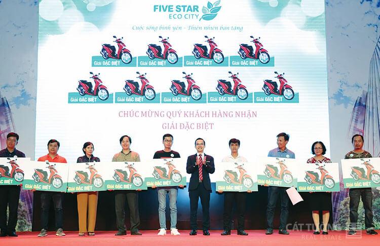 Khách hàng may mắn, mua đất nền Five Star ECo City trúng SH